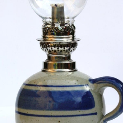 petroleumlampe 1 blau bauchiges glas t pferei thunig. Black Bedroom Furniture Sets. Home Design Ideas